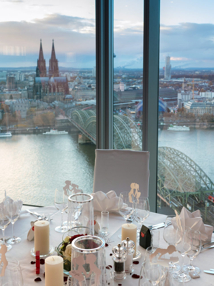 eventlocation mit blick auf dom u rhein triangle turm. Black Bedroom Furniture Sets. Home Design Ideas