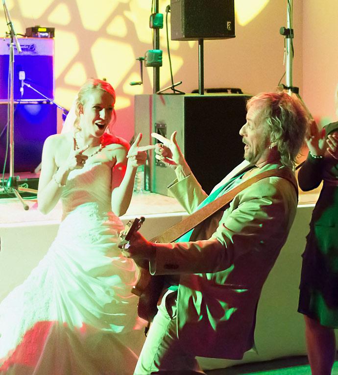 Foto unserer Hochzeitsband bei einem Auftritt bei einer Hochzeitsfeier
