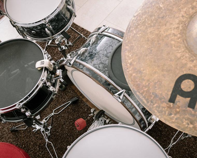 arbeitsplatz-moderne-drummer