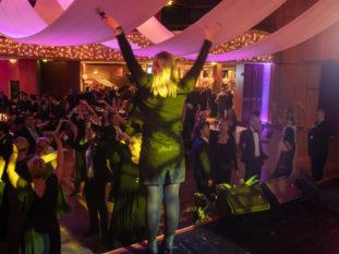 Unsere Band spielte Party Musik bei einer Gala.r E