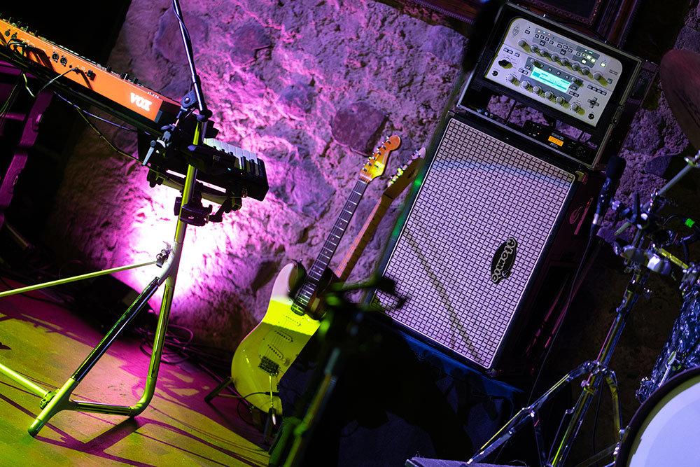 Bühnenfoto des Band Equipments