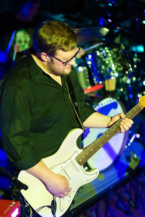 Julian Cassel live an der Gitarre