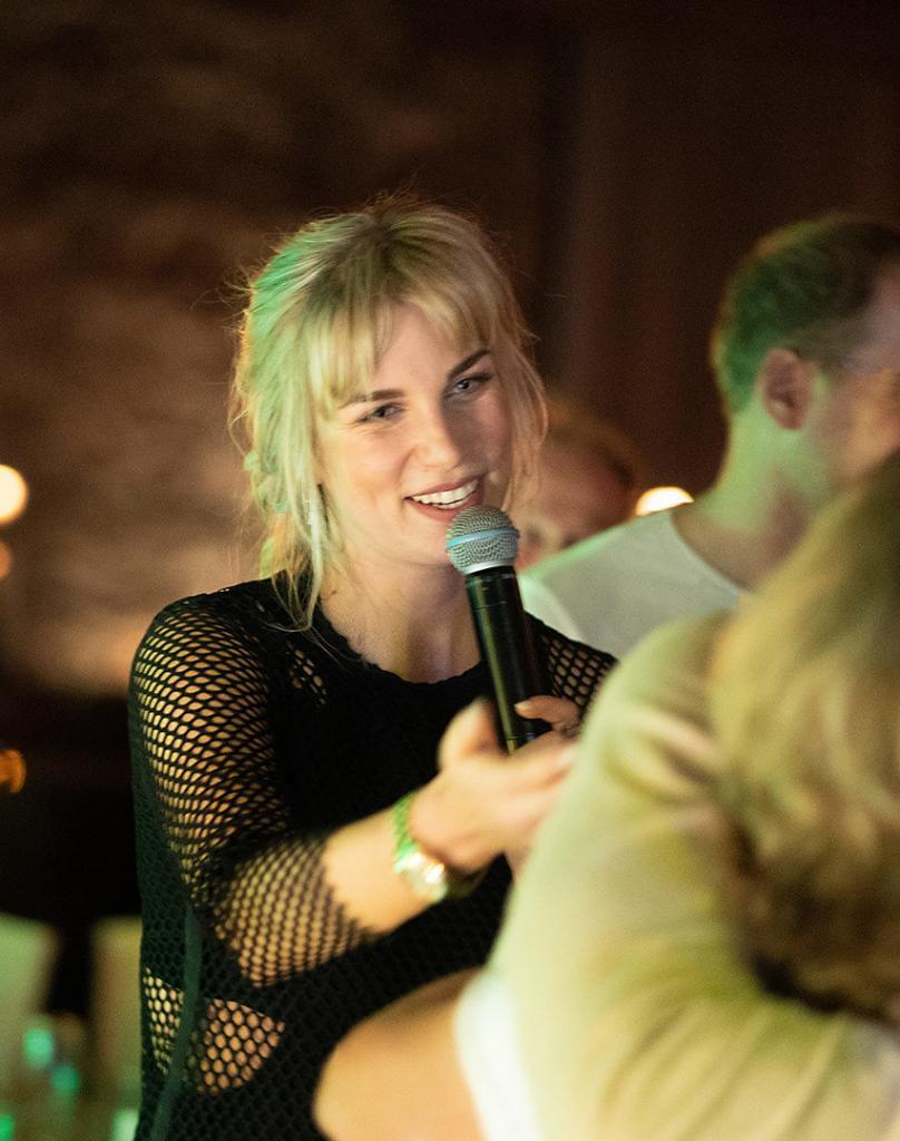 Sängerin der Partyband Lecker Nudelsalat ist Chantal Jansen