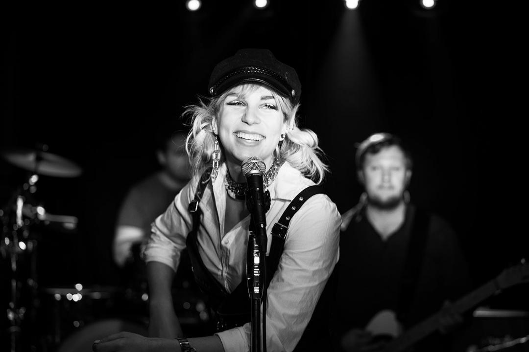 Chantal Jansen, Sängerin der Band | Partyband | Tanzband Sängerin.