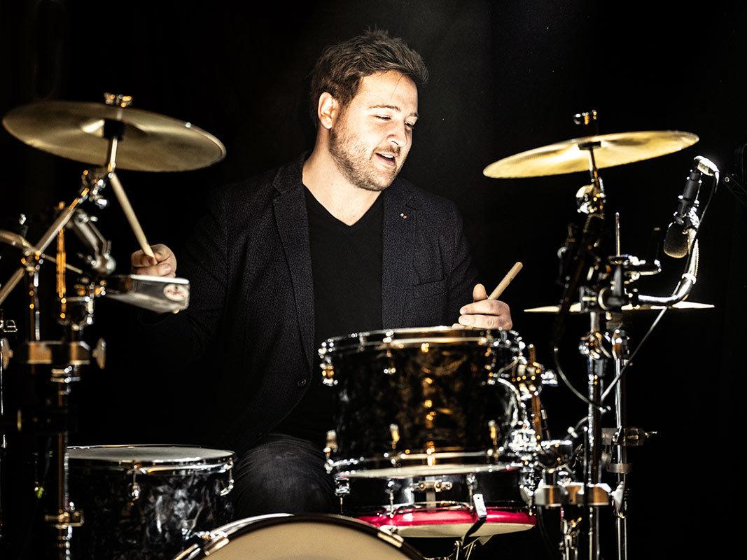 Patrick Nau kommt aus Wuppertal und ist Drummer.