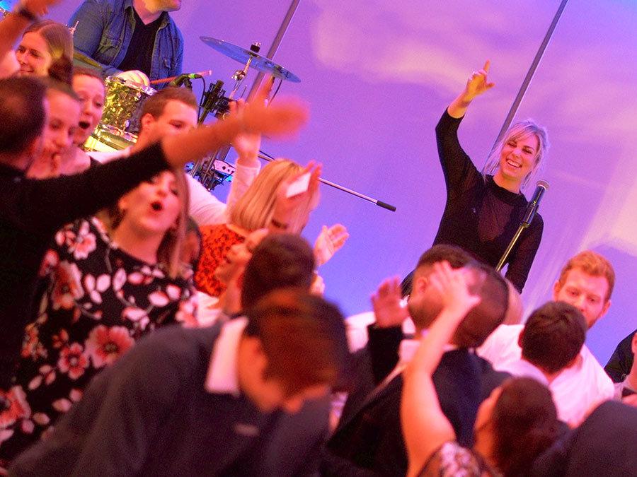 Event Foto unserer Partyband | Party Musik mit unserer Band bei einem Event in Köln.
