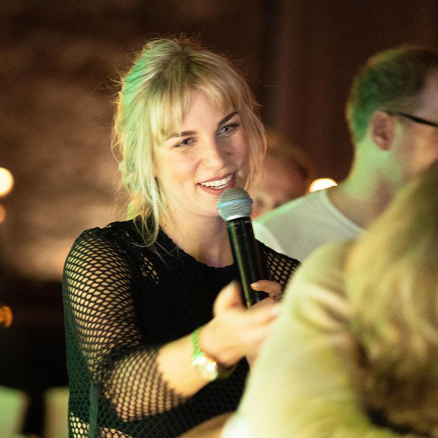 Party Sängerin Chantal bei der Feier in Bonn.