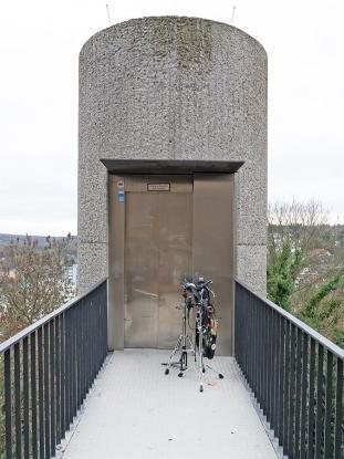 Alles muss in den Aufzug der Godesburg.