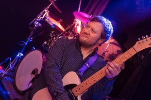 Die Gitarren 2019 spielt Julian Cassel aus Hattingen