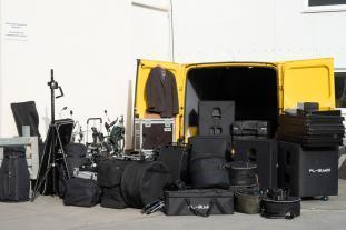 Viel Platz für Band Equipment im Ford Transit.
