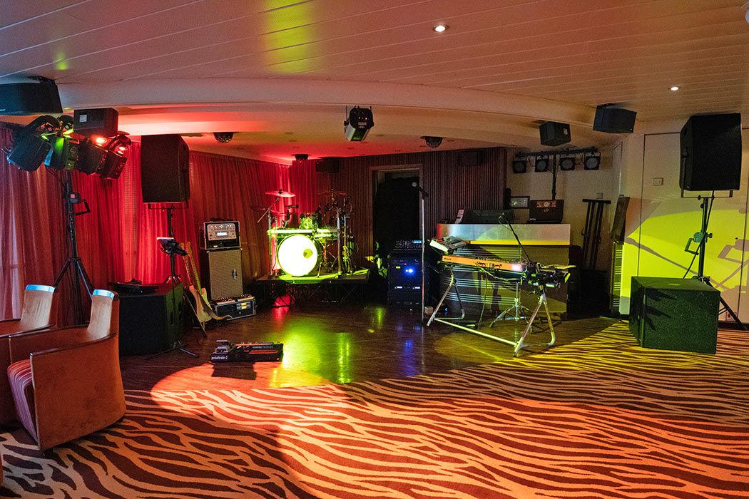 Unsere kleine Bühne für den Partyband Auftritt auf der Arosa Brava.