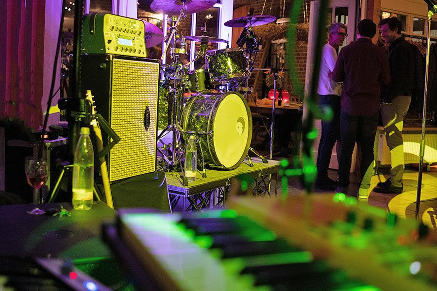 Alle Instrumente unserer Band sind aufgebaut.
