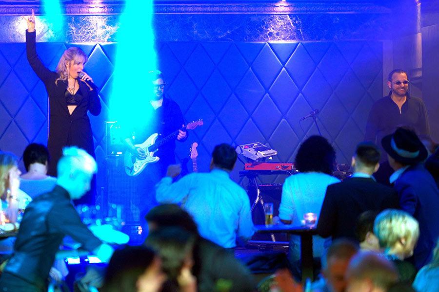 Cover Musik mit unserer Kölner Partyband im Wartesaal in Köln.