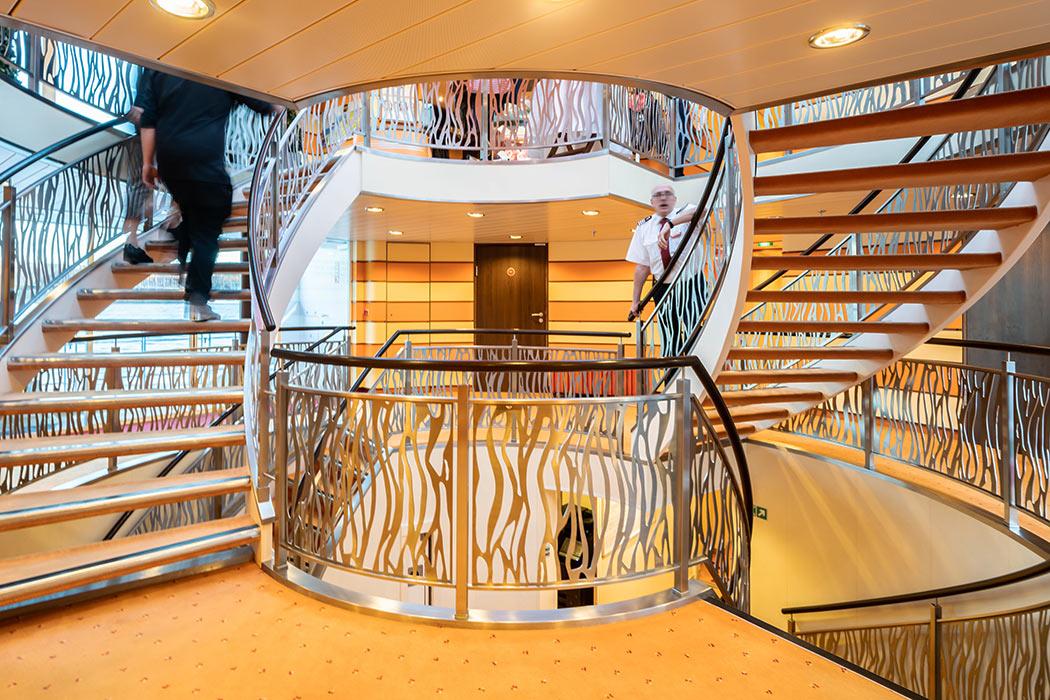 Treppenaufgang der Arosa Brava. Arosa Reisen Rheinschiff.