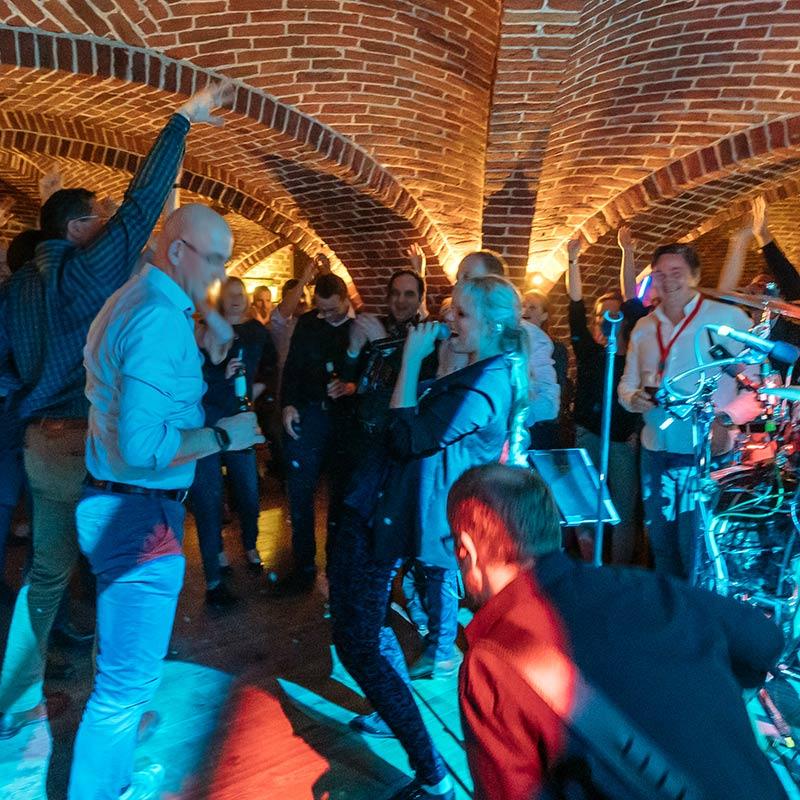Partyband bei der Feier im Schloss Hotel.