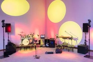 So sieht die Bühne unserer Partyband aus, wenn aufgebaut wurde.