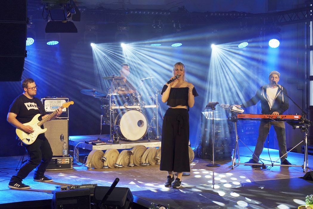 lecker nudelsalat Party Band Live Foto aus Marienheide