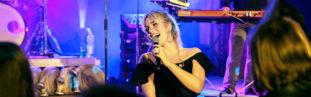 Die Liveband Sängerin der Coverband aus Köln.